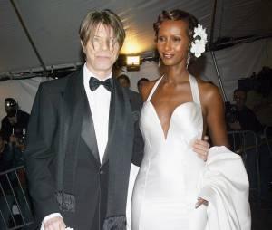 David et iman Bowie ey Metroploitan Museum de New York en 2003