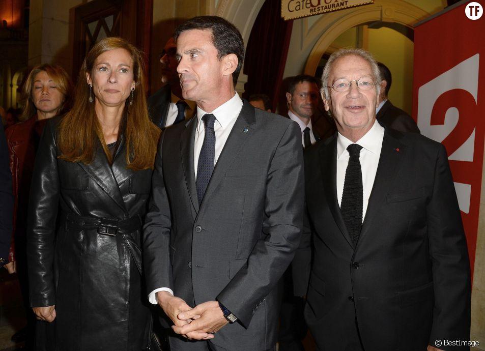 """Manuel Valls, sa femme Anne Gravoin, Bernard Murat - Générale de la pièce de théâtre """"Le Mensonge"""" au théâtre Edouard VII à Paris, le 14 septembre 2015."""