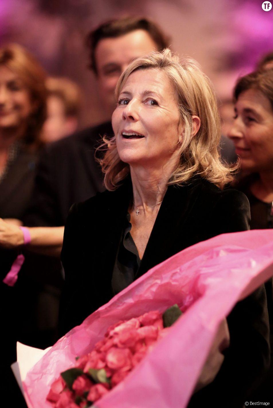 Claire Chazal - Soirée de remise des Prix de la Femme d'Influence à l'hôtel du Louvre à Paris, le 1er Décembre 2015. Ces prix récompensent pour la seconde fois cinq femmes dont le parcours remarquable est porteur de courage, de créativité, de responsabilité et de bienveillance. A cette occasion, Claire Chazal, dont c'était le 59ème anniversaire, a reçu un énorme bouquet de fleurs. © Dominique Jacovides / Bestimage