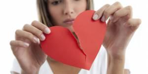 """Rupture : des scientifiques expliquent (enfin) le """"syndrome du coeur brisé"""""""
