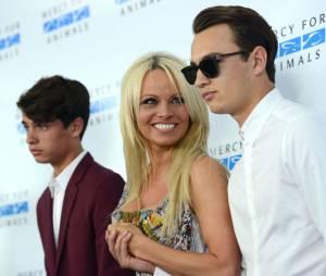 Pamela Anderson : ses fils Dylan et Brandon Lee pas inquiets après les photos topless dans Playboy