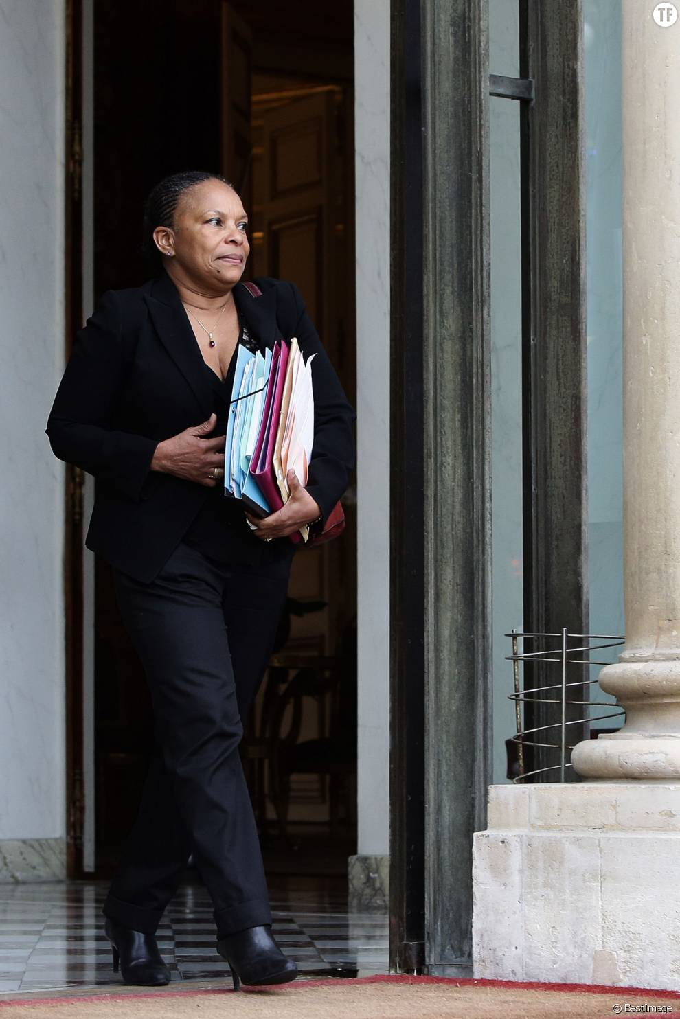 Christiane Taubira, garde des sceaux, ministre de la Justice sortant du conseil des ministres au palais de l'Elysée à Paris, le 13 janvier 2016. © Stéphane Lemouton/Bestimage