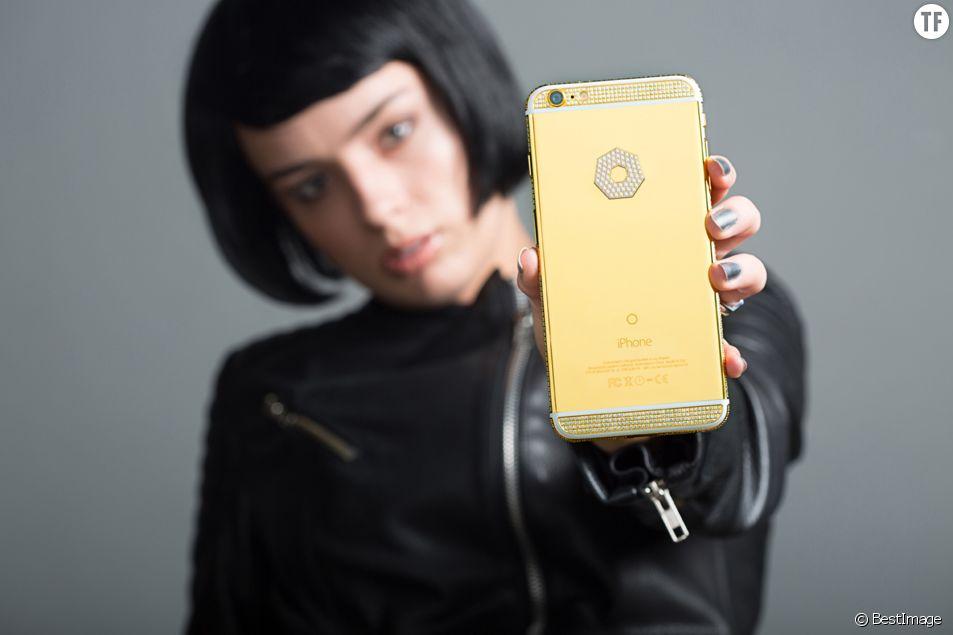 La compagnie de Los Angeles, Brikk, propose un iPhone-6S en or avec diamant pour la modique somme de 200.000 dollars le 1er septembre 2015.