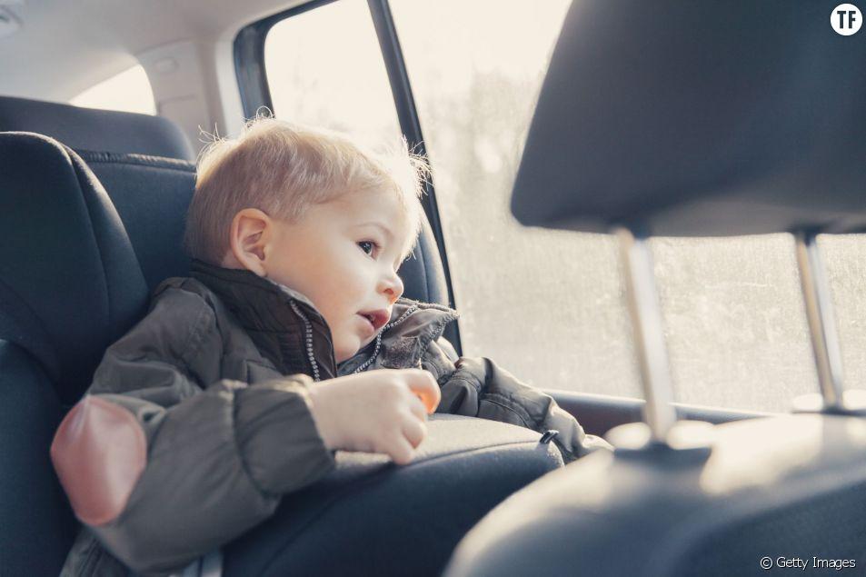 Les enfants sont souvent mal attachés en voiture