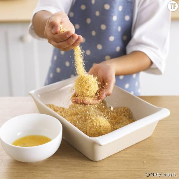 Râper du pain vous permet de faire une panure maison parfaite