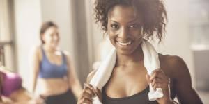 Fitness : 6 exercices fun à faire avec une serviette pour muscler tout son corps