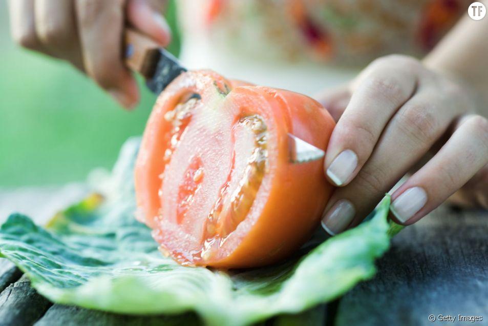 Faire pousser des tomates grâce à une simple tranche, c'est tout à fait possible.