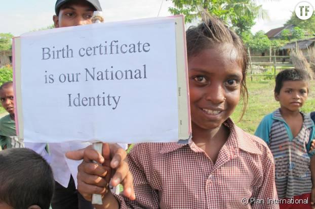 Une jeune népalaise protestant contre le phénomène des enfants fantômes.