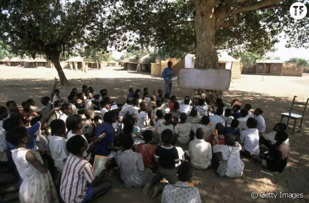 Permettre aux fillettes de ne pas interrompre leur éducation pour élever un enfant à 12 ans: le combat de Kachindamoto