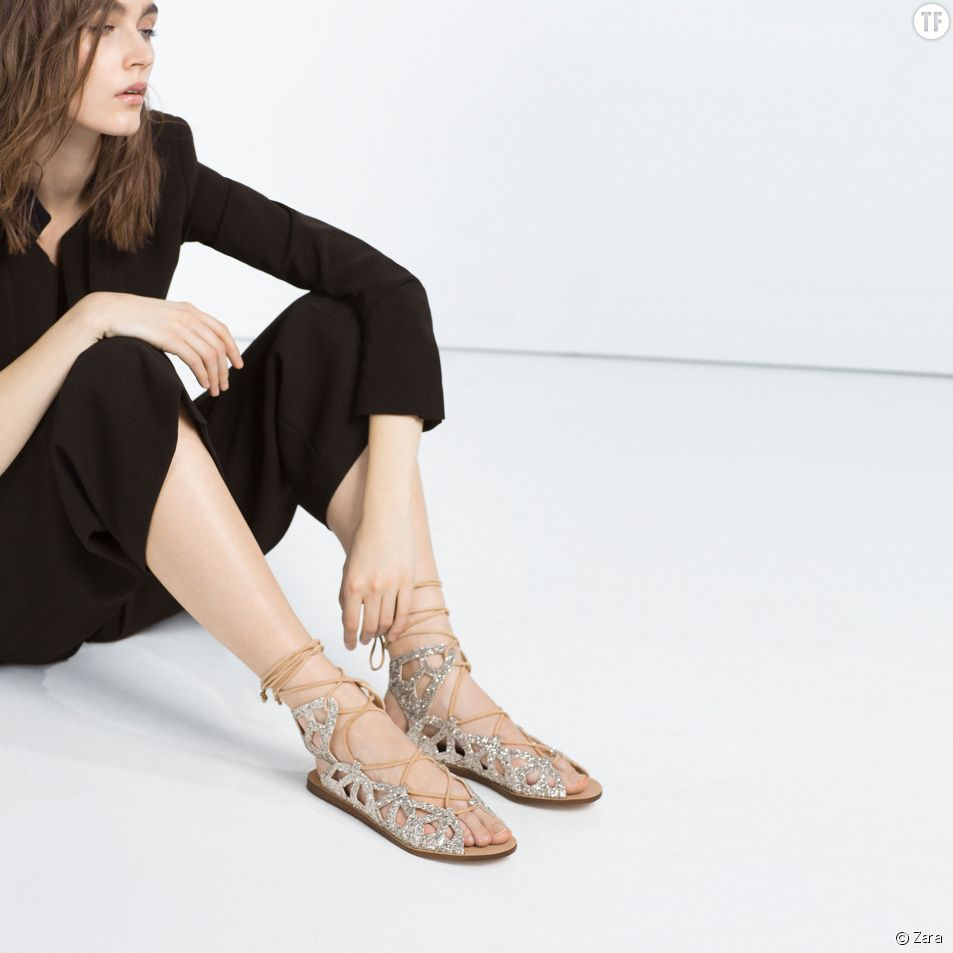 Sandales lacées à paillettes Zara, 39,95 euros