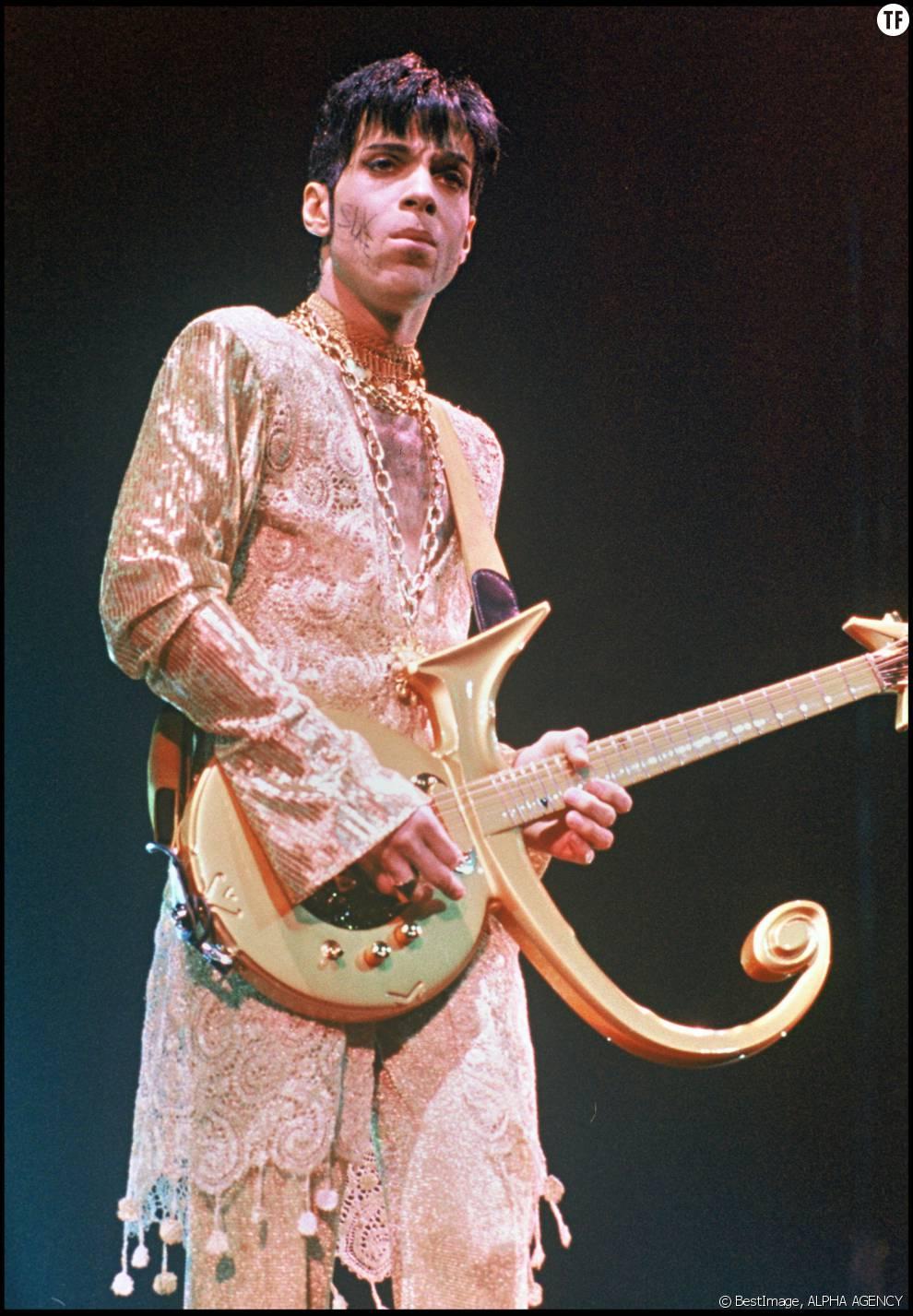 Prince sur scène en 1994