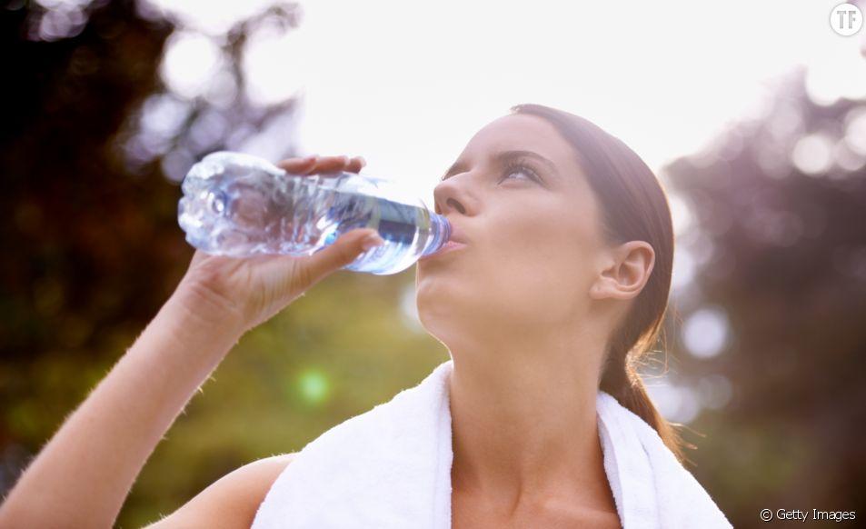 Réutiliser sa bouteille d'eau en plastique serait une très mauvaise idée