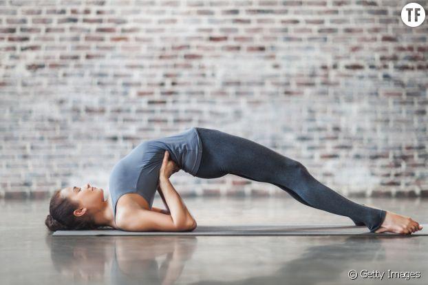Le pont : un exercice un peu plus technique qui vous apprend à mobiliser vos muscles du bassin