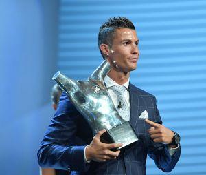 Cristiano Ronaldo remporte le titre de meilleur joueur UEFA devant Antoine Griezmann