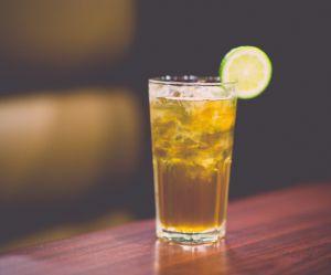 Pourquoi vous ne devriez jamais demander une tranche de citron dans votre boisson