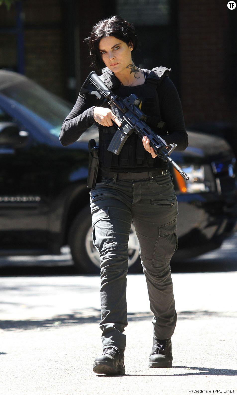 """Jaimie Alexander sur le tournage de la série """"Blindspot"""" à Manhattan, le 23 août 2016"""