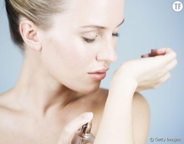 Baume à lèvres : l'astuce imparable pour faire durer votre parfum