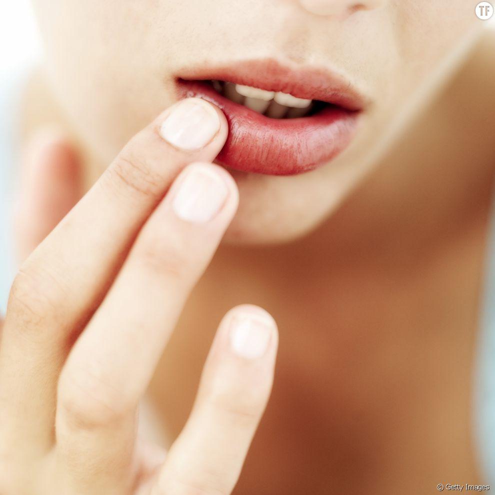 10 astuces beauté étonnantes à faire avec un stick pour les lèvres