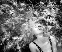 Il photographie des femmes au septième ciel