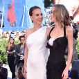 """Natalie Portman et Lily Rose Depp à la première de """"Planetarium"""" lors du 73ème Festival du Film de Venise, le 8 septembre 2016"""