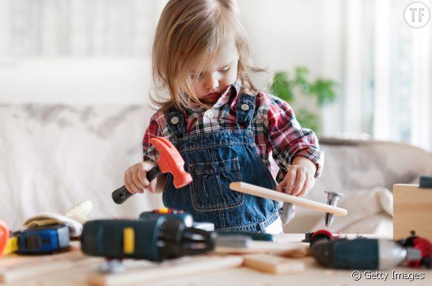 Les petites filles manquent de confiance en leurs capacités dans les domaines techniques et scientifiques réservés aux hommes