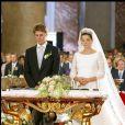 Le prince Emmanuel Philibert de Savoie et Clotilde Courau (princesse de Savoie) le jour de leur mariage à la Basilique des Anges et des Martyrs de Rome, le 25 septembre 2003