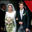 Le prince Emmanuel Philibert de Savoie et la princesse Clotilde de Savoie (Clotilde Courau) le jour de leur mariage à la Basilique des Anges et des Martyrs de Rome, le 25 septembre 2003