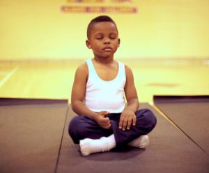 Cette école a remplacé les heures de colle par de la méditation