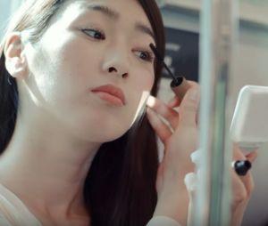Une publicité japonaise s'en prend aux femmes qui se maquillent dans le métro