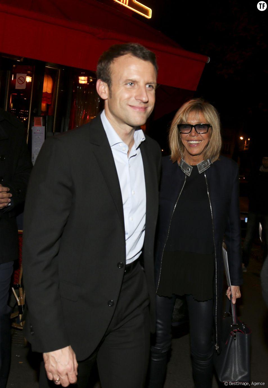 Emmanuel Macron et sa femme Brigitte Trogneux sortent d'un restaurant parisien le 16 novembre 2016