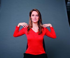 Yoga corporate : l'exercice des ailes de poulet pour détendre ses épaules
