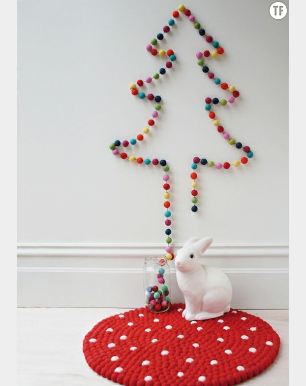 Arbre de Noël fait avec une guirlande