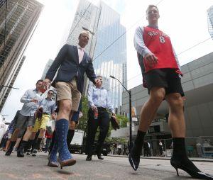 Ces hommes marchent en talons contre les violences faites aux femmes