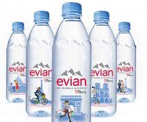Un couple gay sur les bouteilles d'Evian : les meilleures répliques aux tweets homophobes