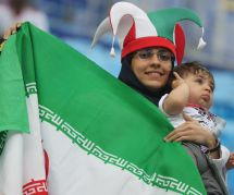 Les Iraniennes transforment les gradins de la Coupe du Monde en tribune