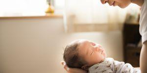 10 astuces de grand-mère pour aider bébé à s'endormir