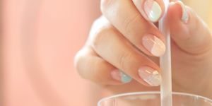 Jelly nails : c'est quoi cette nouvelle tendance vernis ?