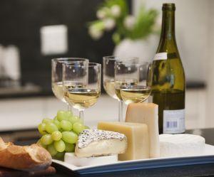 Pour protéger nos dents, il faudrait manger du fromage quand on boit du vin
