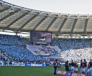Un tract distribué par des Ultras de la Lazio de Rome pour bannir les femmes des tribunes