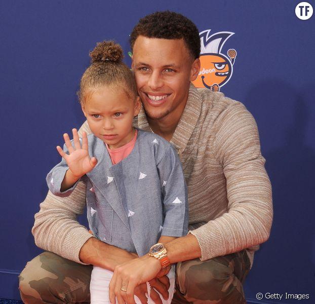 Le joueur Stephen Curry et sa fille Riley Curry