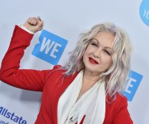 "Cyndi Lauper décrypte son hymne féministe ""Girls Just Want To Have Fun"""