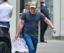 """Daniel Craig """"émasculé"""" par son porte-bébé : la sortie ridicule d'un animateur anglais"""