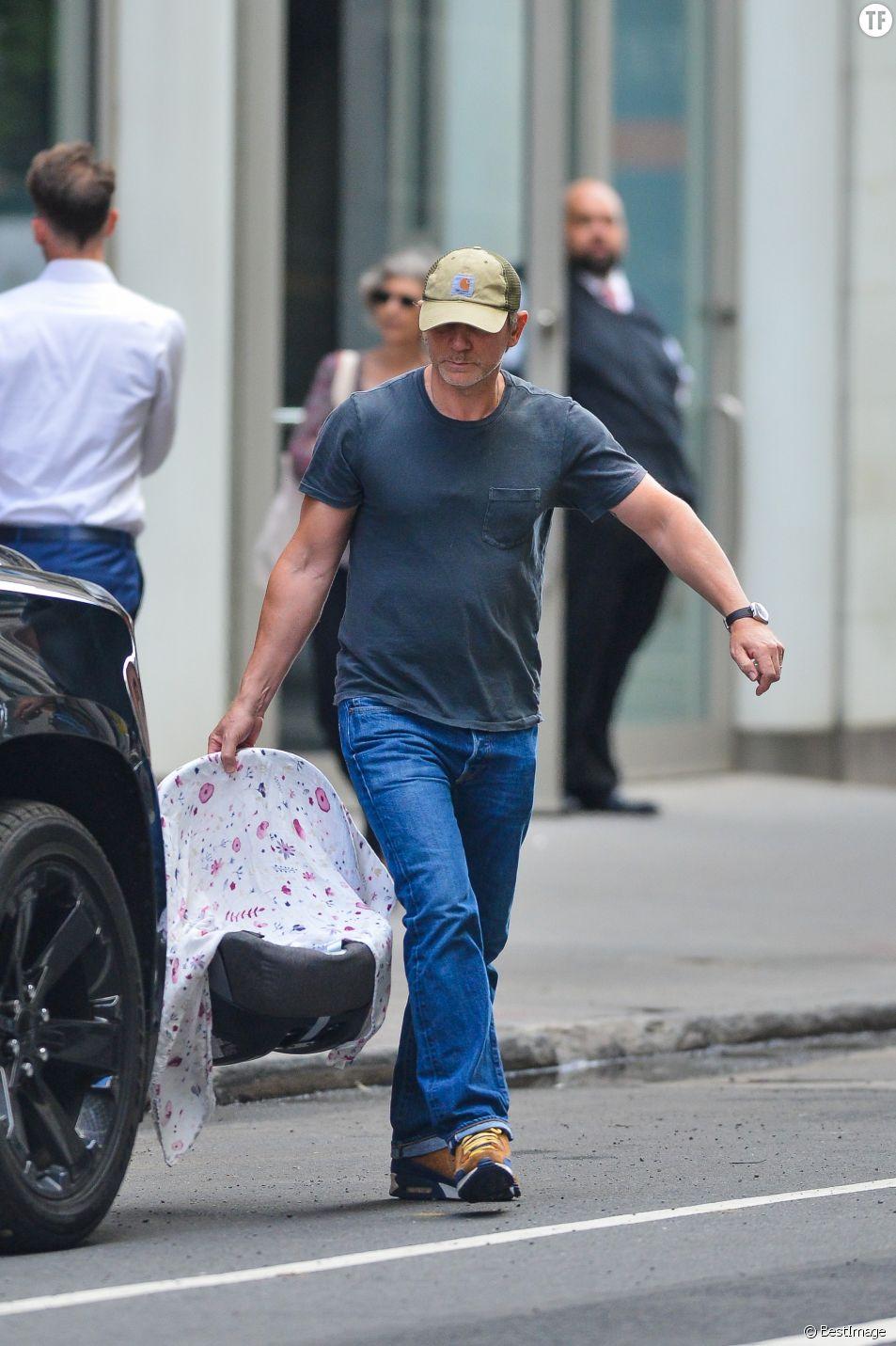 Daniel Craig à la sortie de la maternité en septembre
