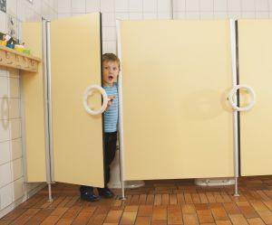 Un petit Français sur deux fait l'impasse sur le petit coin à l'école