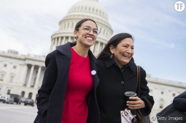 Alexandria Ocasio-Cortez et l'Amérindienne Deb Haaland, élues, arrivent au Capitol le 14 novembre 2018