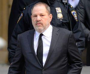 """Harvey Weinstein """"tente désespérément"""" d'engager une avocate"""