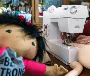 Elle crée des poupées pour enfants handicapés qui leur ressemblent enfin