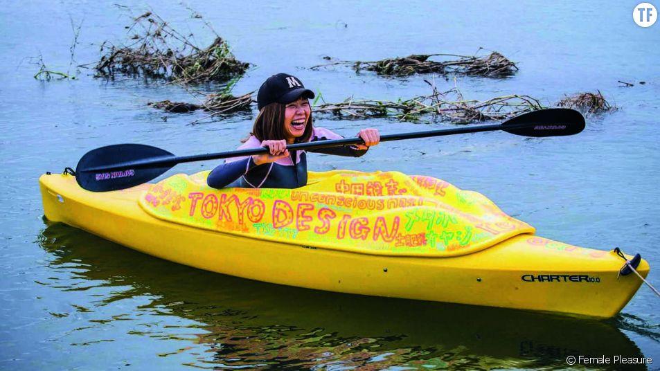 Rokushimeko sur son kayak vulve