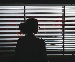 Agressée par son rendez-vous Tinder, elle finit en garde à vue