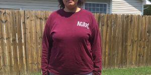 """Venue à l'église en short en jean, on lui dit qu'elle est """"trop grosse"""" pour le porter"""